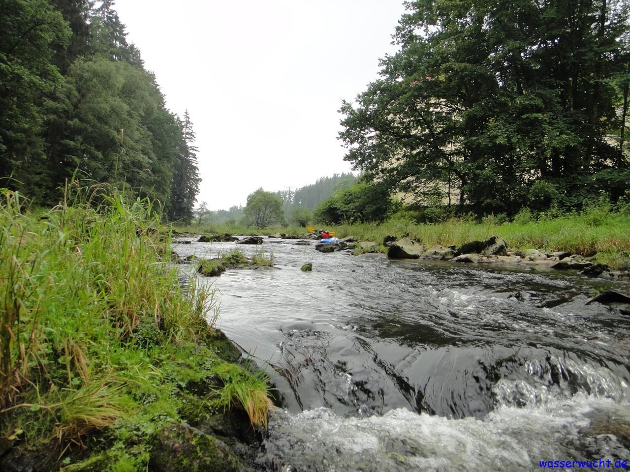 Meist hat das Flussbett nach dem Wehr nicht genug Wasser