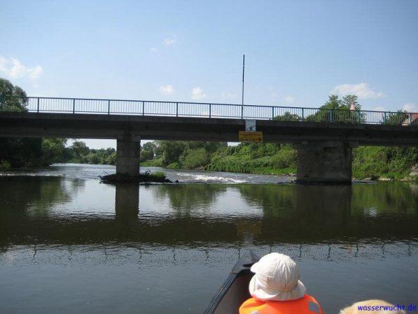 Der Schwall unter der Brücke zwischen Wetterfeld und Pösing