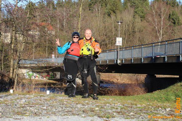 Nach dem Anpaddeln am Ziel in Teisnach