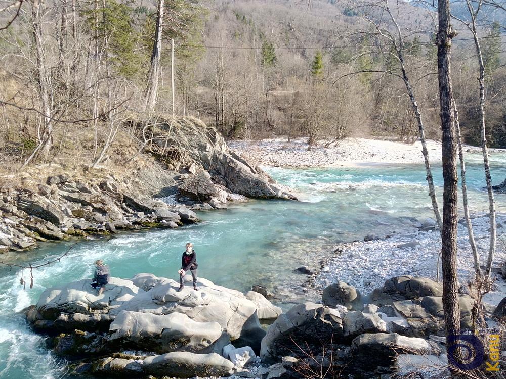 Am Zusammenfluss von Soca und Koritnica in Bovec-Vodenca: Niedrigwasser.