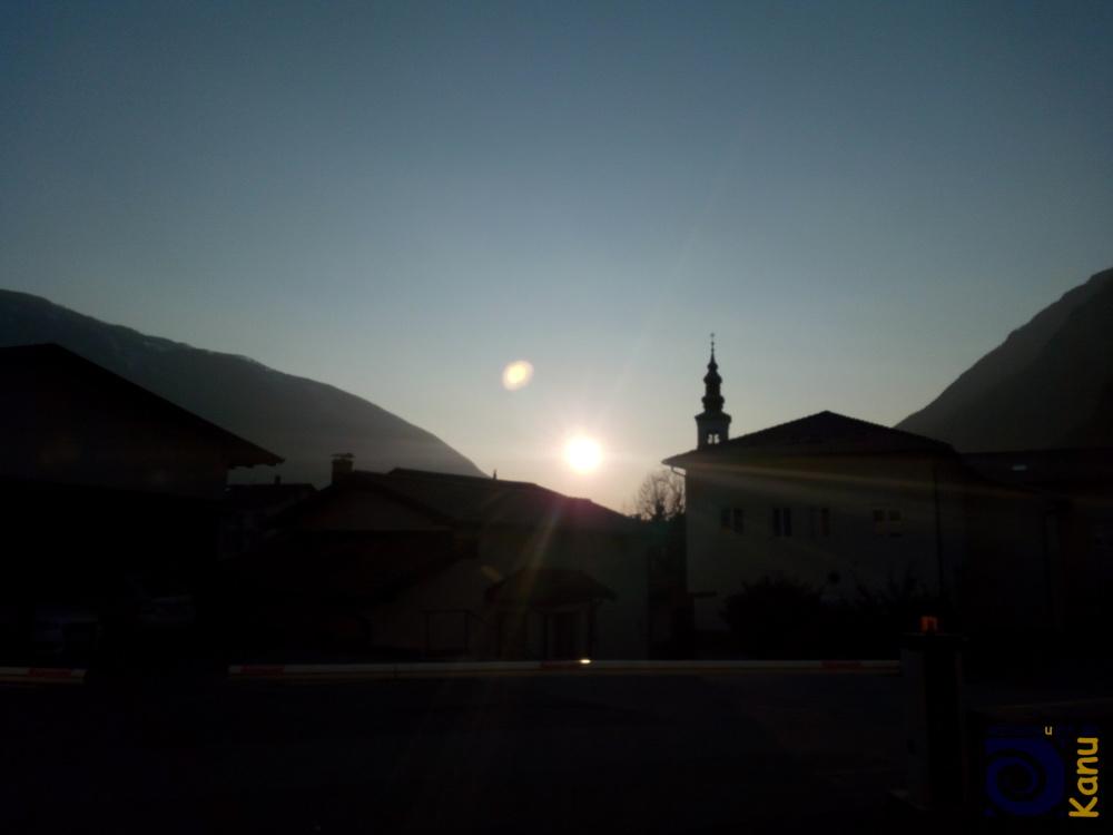 In Kobarid (Karfreit, Caporetto), steht abends die Sonne lange im Tal.