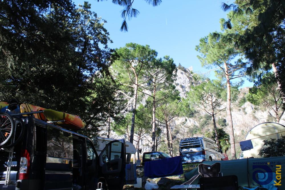Das Basislager in Arco-Prabi liegt direkt unter schönen Kletterstellen.
