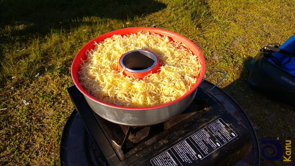 Erster Kartoffelauflauf im Omnia Campingbackofen