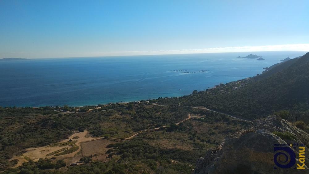 Blick vom Klettergebiet Terre Sacreé bei Ajaccio auf die Iles des Sanguinaires