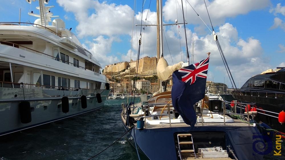 Luxusyachten im Hafen von Bonifacio