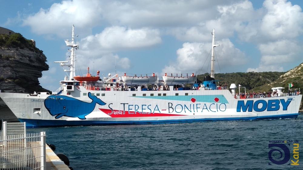 Die Fähre zwischen Bonifacio auf Korsika und Santa Teresa di Gallura auf Sardinien